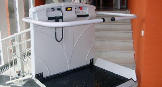 LIPPE Lift Plattformtreppenlift Kunststoff Verkleidung