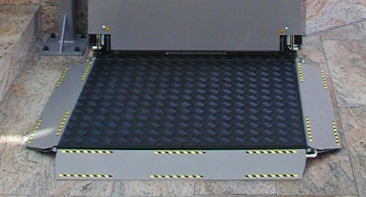 LIPPE Lift Plattformtreppenlift Seitliche Auffahrklappe