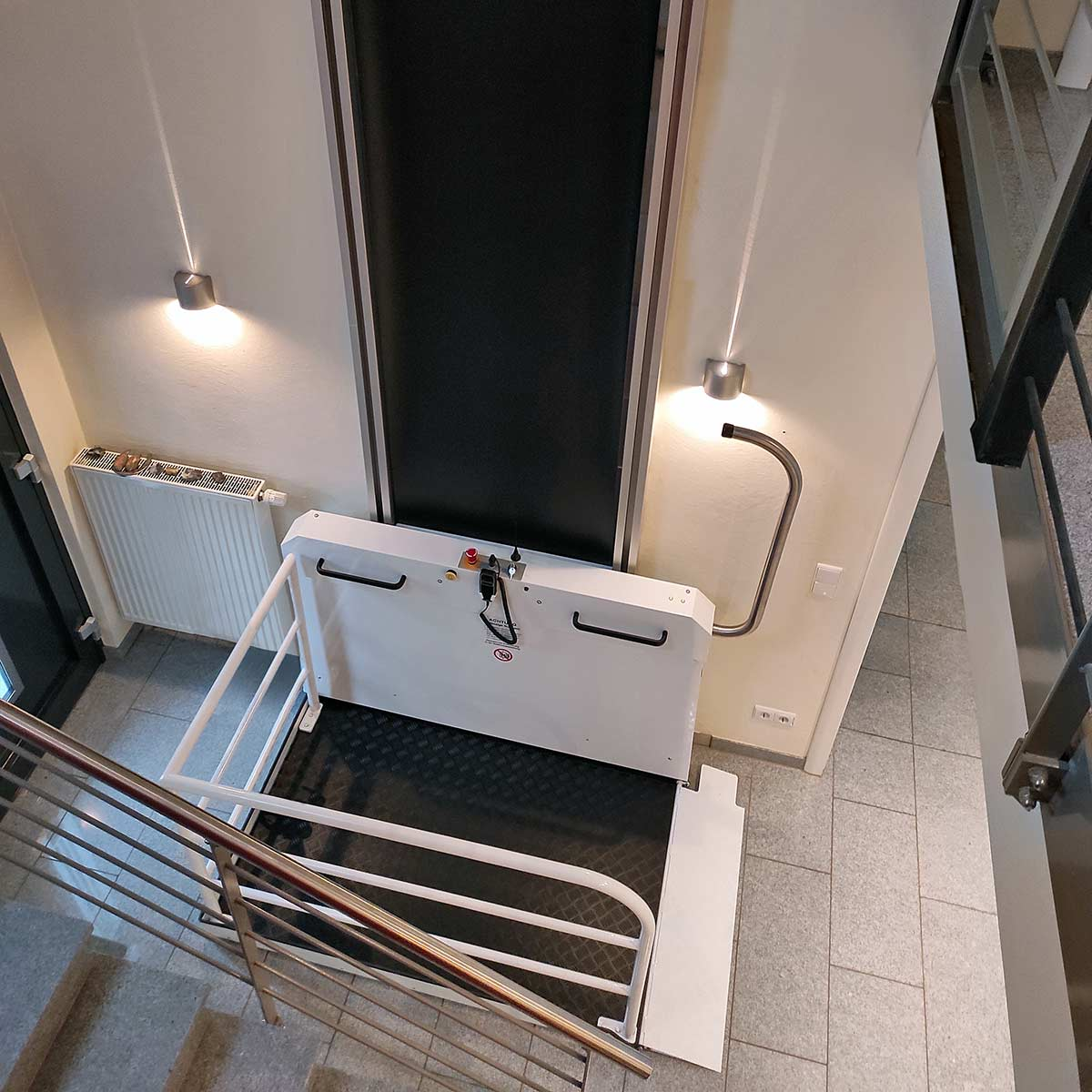 Vertikal-Plattformlift 05