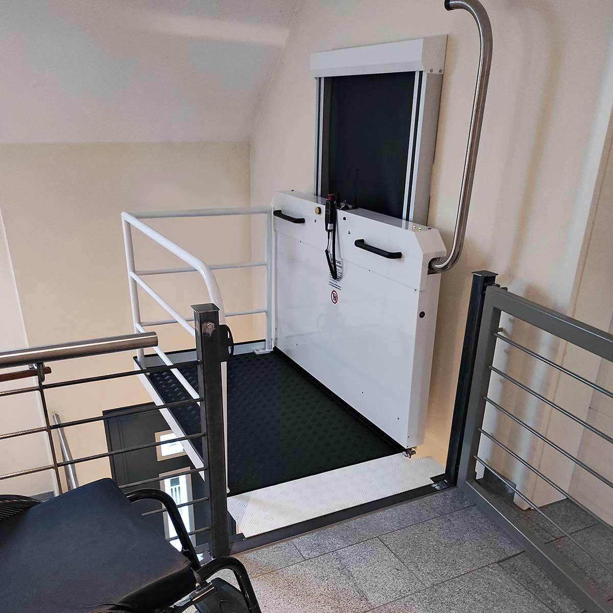 Vertikal-Plattformlift 06
